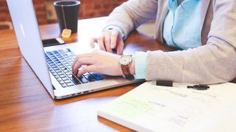 El 47% de los empleados podría teletrabajar y aumentar un 22% su productividad al flexibilizar los horarios
